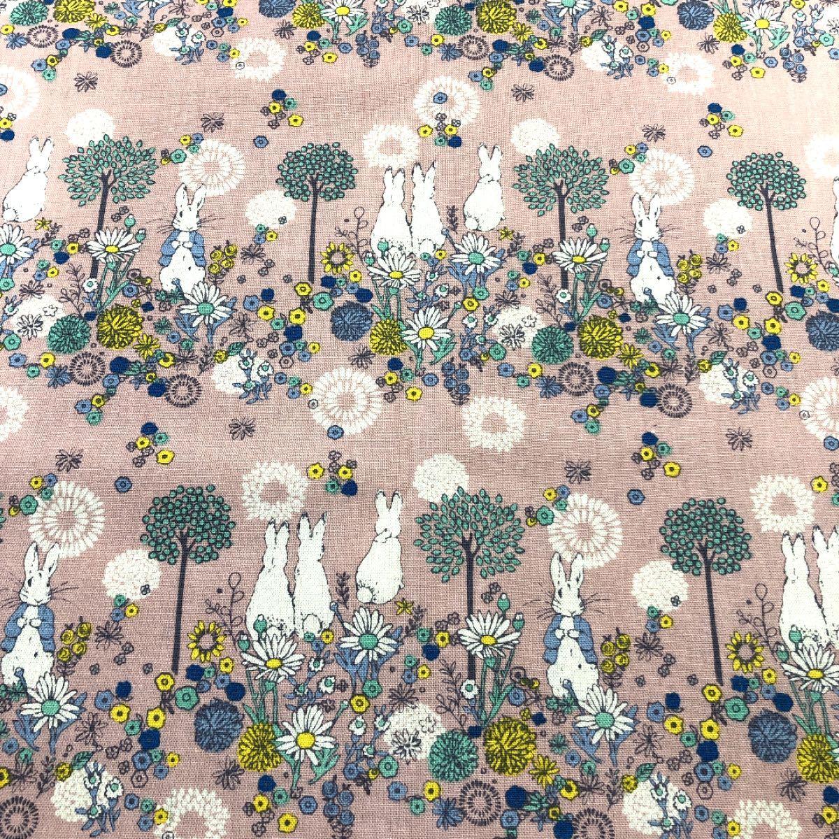 ハギレ  ピーターラビット (フラワーメドウ) ペールピンク 綿麻キャンバス カットクロス 110 × 50cm