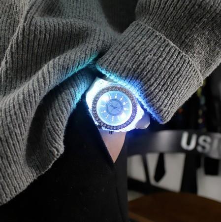 Y078 フラッシュ 夜光時計 ledライト トレンド 学生 愛好家 ゼリー 女性メンズ腕時計_画像4