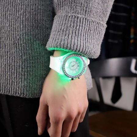 Y078 フラッシュ 夜光時計 ledライト トレンド 学生 愛好家 ゼリー 女性メンズ腕時計_画像7