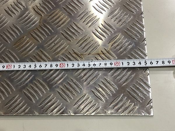 【2枚セット】端材 アルミ板 アルミ縞板 縞鋼板 約550mm×335mm 厚さ4mm アルミプレート DIY 工作 デコトラ【送料お届け地域別】_画像4