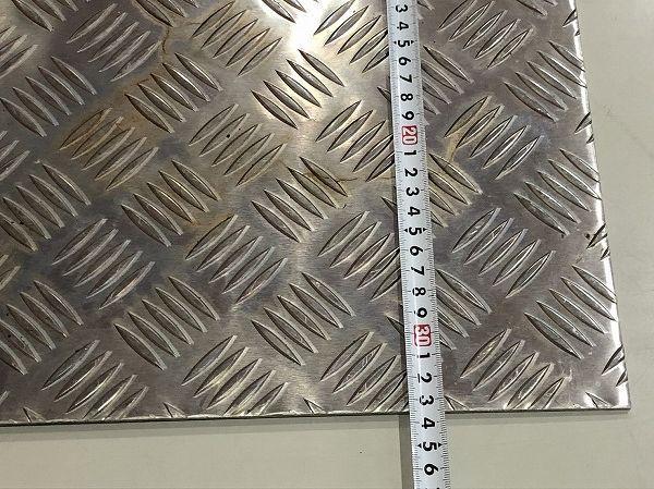 【2枚セット】端材 アルミ板 アルミ縞板 縞鋼板 約550mm×335mm 厚さ4mm アルミプレート DIY 工作 デコトラ【送料お届け地域別】_画像6