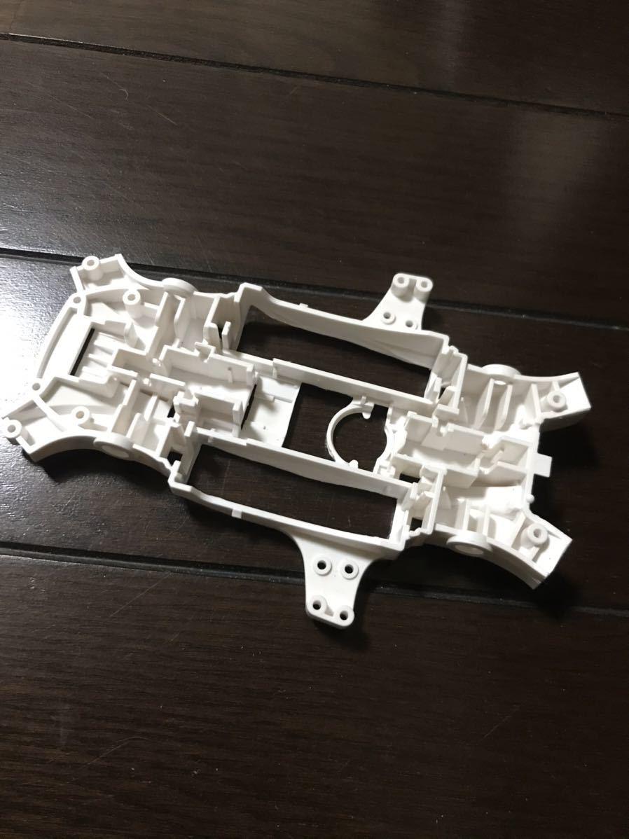 ミニ四駆MA白色バンパーレス仕様肉抜き軽量_画像3