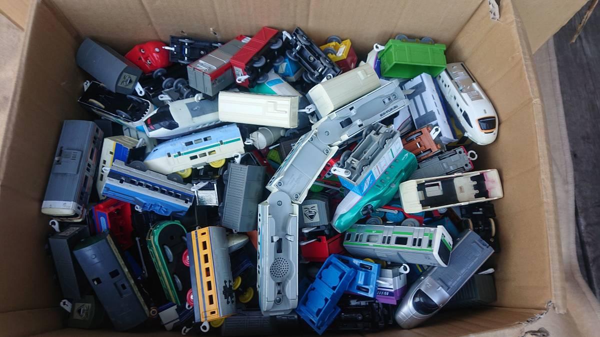 プラレール 車両・レール・施設 まとめて ジャンク 150サイズ 3箱_画像2