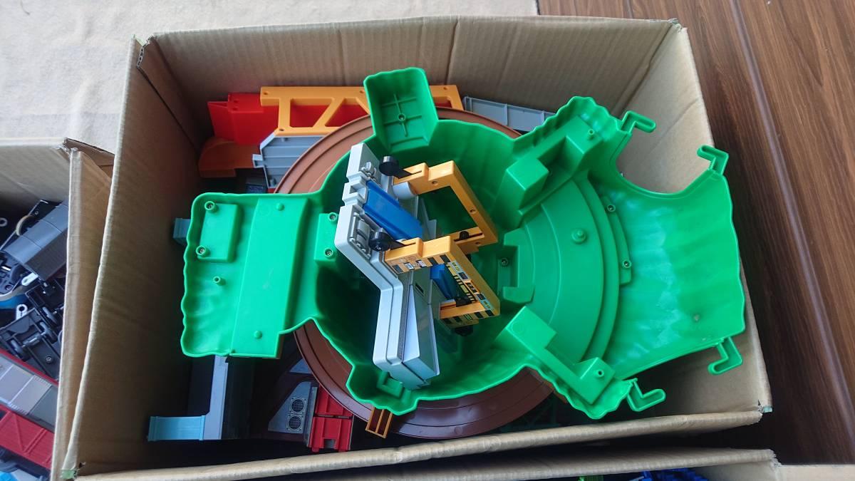 プラレール 車両・レール・施設 まとめて ジャンク 150サイズ 3箱_画像4