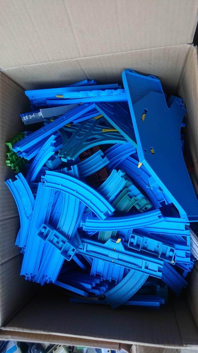 プラレール 車両・レール・施設 まとめて ジャンク 150サイズ 3箱_画像3