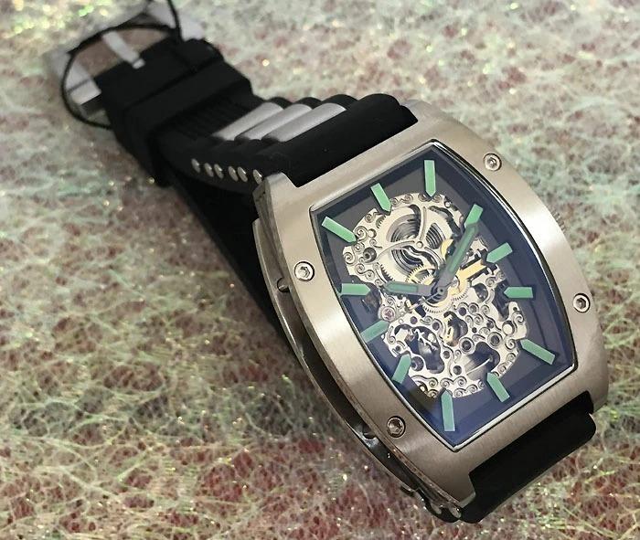 送料・代引手数料無料 アルカフトゥーラ ArcaFutura 腕時計 メンズウォッチ 978LE ルミノバで夜見える文字盤 トノー型 スケルトン 自動巻_画像2