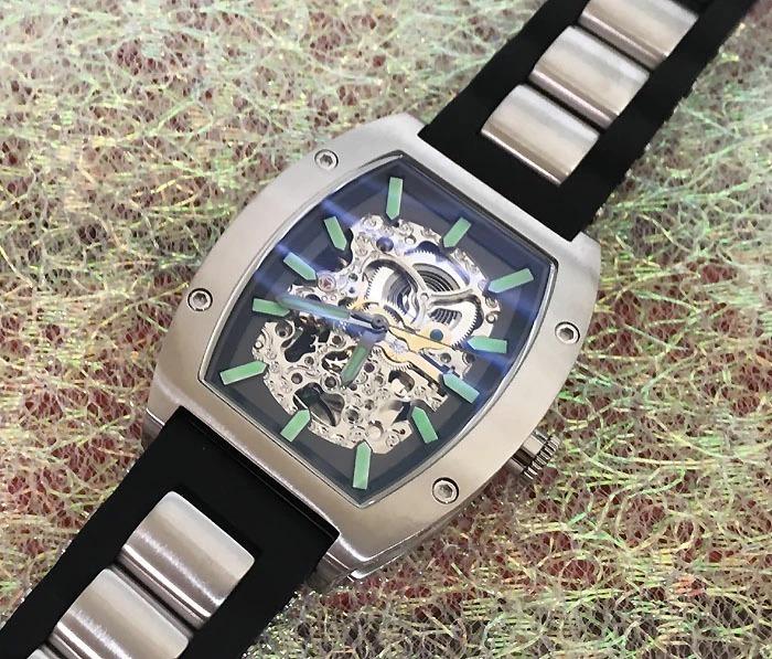 送料・代引手数料無料 アルカフトゥーラ ArcaFutura 腕時計 メンズウォッチ 978LE ルミノバで夜見える文字盤 トノー型 スケルトン 自動巻_画像3