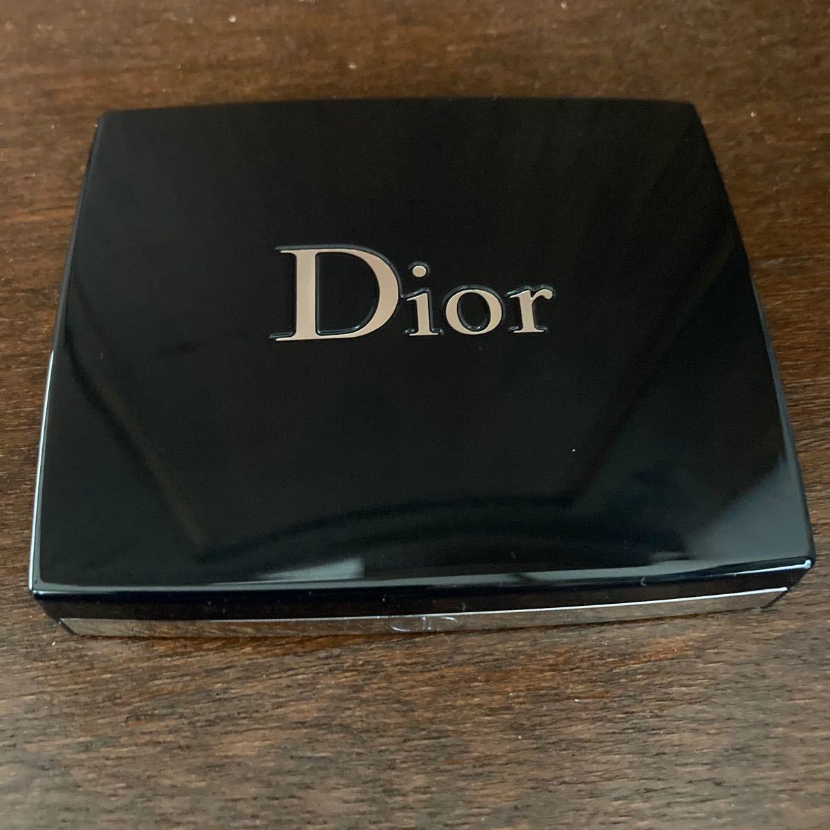 Dior  ディオールアイシャドウ  サンククルール 649 ヌードドレス
