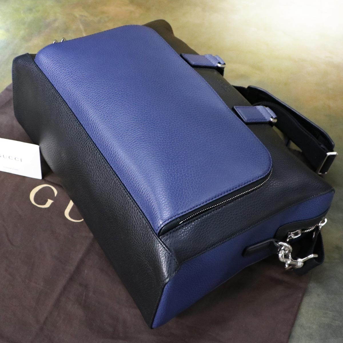 本物 極上品 グッチ 最高級トリヨンレザー コスモポリス 2WAYメンズビジネスバッグ A4書類ブリーフケース トートバッグ 袋 冊子付 GUCCI_画像4