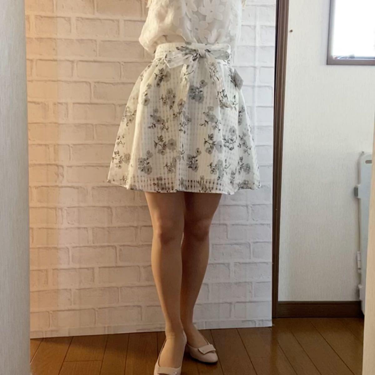フレアスカート プリント 新品 未使用 タグ付き ミニスカート 花柄 モノトーン