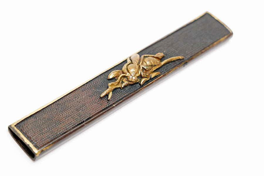 赤銅魚子地蜂図小柄   刀装具 太刀 拵 鍔 小柄笄 目貫_画像2