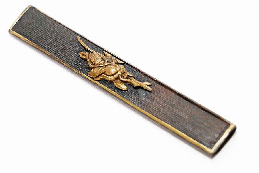 赤銅魚子地蜂図小柄   刀装具 太刀 拵 鍔 小柄笄 目貫_画像3