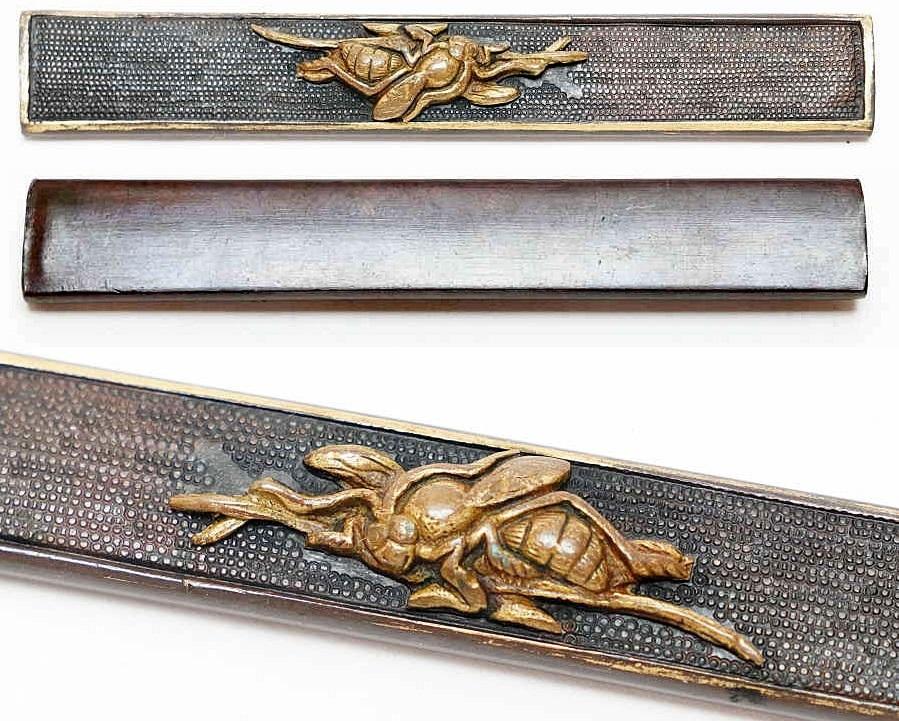 赤銅魚子地蜂図小柄   刀装具 太刀 拵 鍔 小柄笄 目貫_画像1