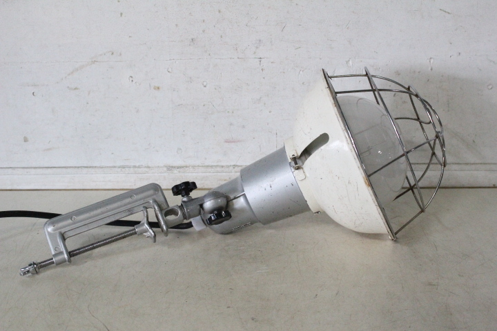 TB526工業系 スポットライト 投光器 点灯確認済み◇照明/ランプ/工事現場/作業用/業務用/クランプ/大工道具/古道具タグボート_画像5