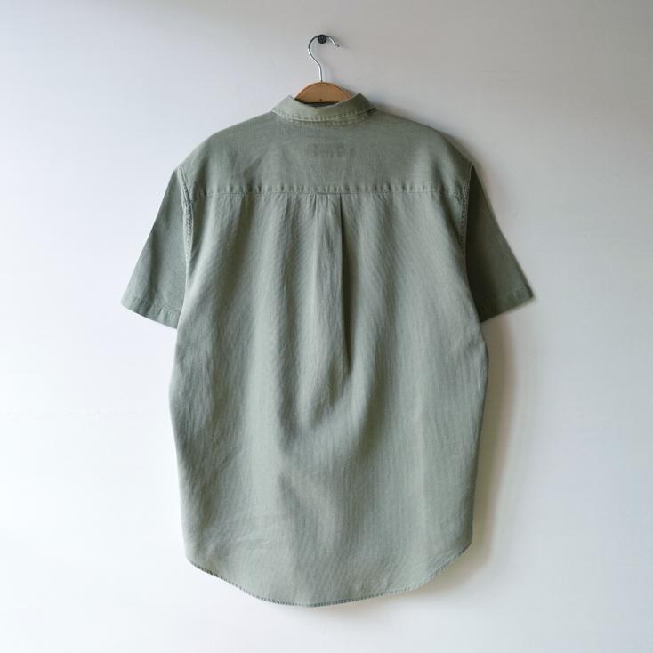 【送料無料】EDDIE BAUER エディーバウアー 半袖シャツ BDシャツ ボタンダウン カーキ アースカラー アウトドア 古着 メンズS CB0500
