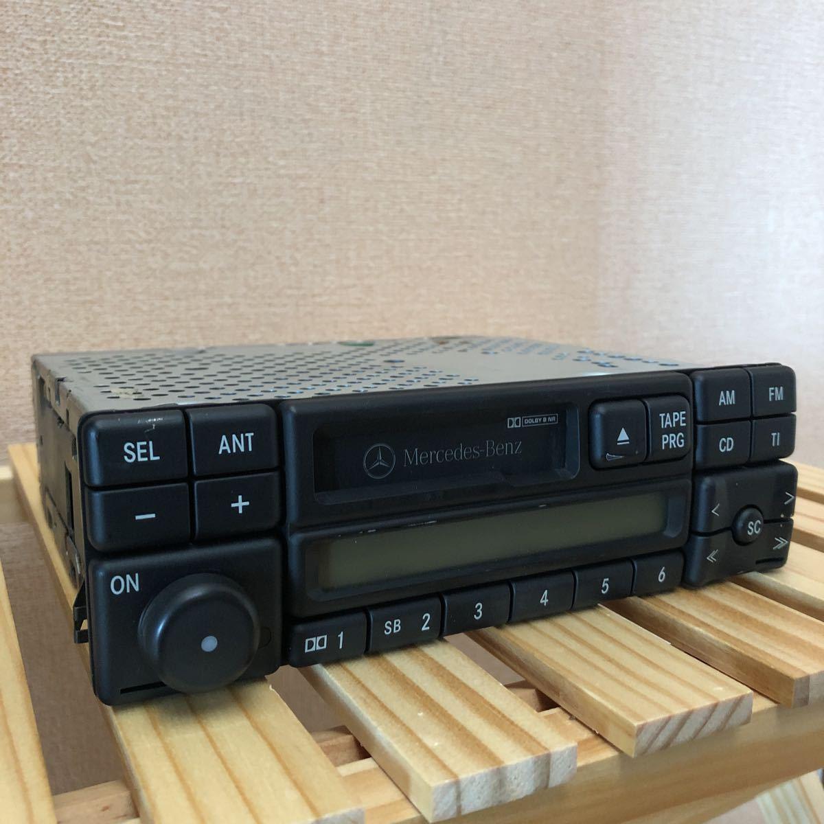 メルセデスベンツ 純正カセットデッキ W124 動作確認済み_画像2