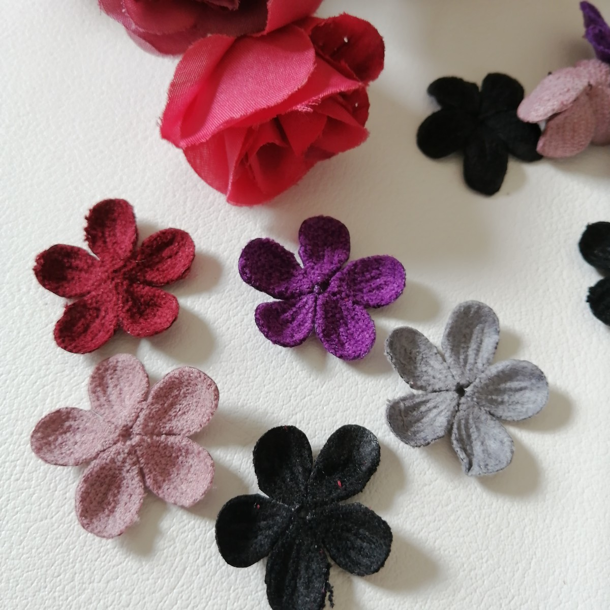 ハンドメイド ワッペン   刺繍 綺麗なワッベン 手作り 花モチーフ ニット 1