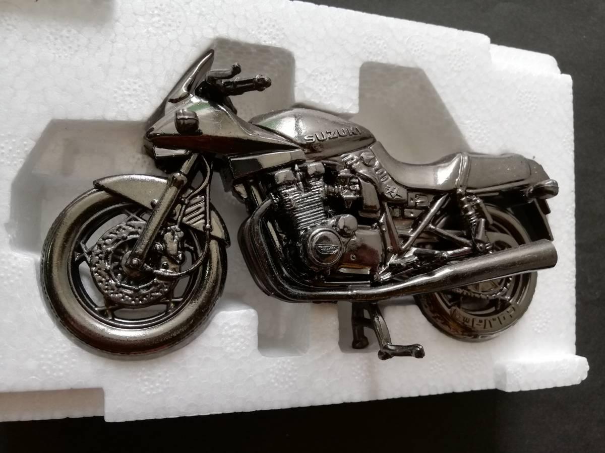 世界の名車シリーズ SUZUKI GSX1100SKATANA レッドバロン★ミニカー バイク オートバイ グッズ アクセサリー インテリア フィギュア パーツ_画像4