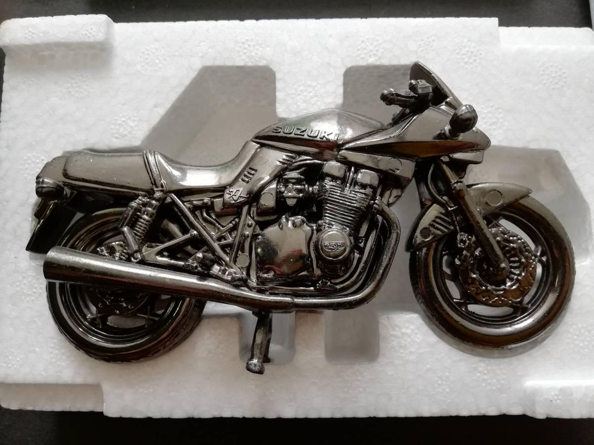 世界の名車シリーズ SUZUKI GSX1100SKATANA レッドバロン★ミニカー バイク オートバイ グッズ アクセサリー インテリア フィギュア パーツ_画像3