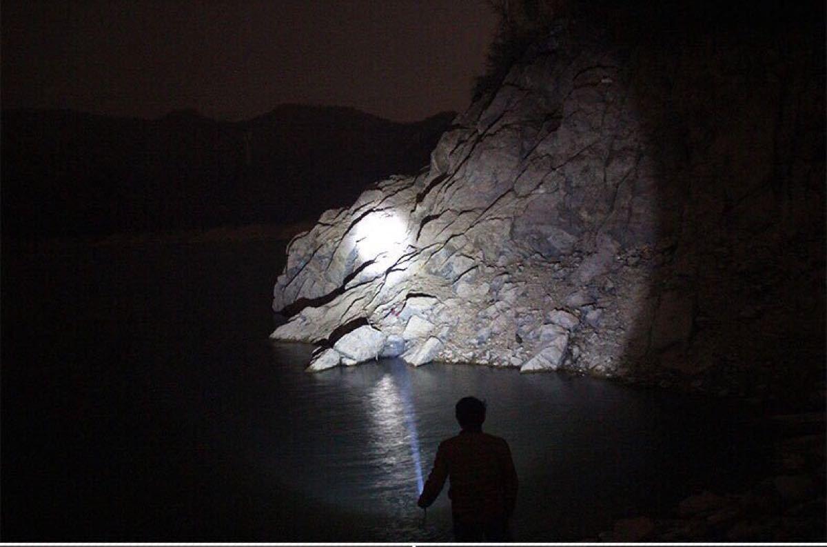 懐中電灯 led 強力 最強 充電式 小型 LEDハンディライト 超高輝度  1000ルーメン 500M アウトドア 防犯  防水