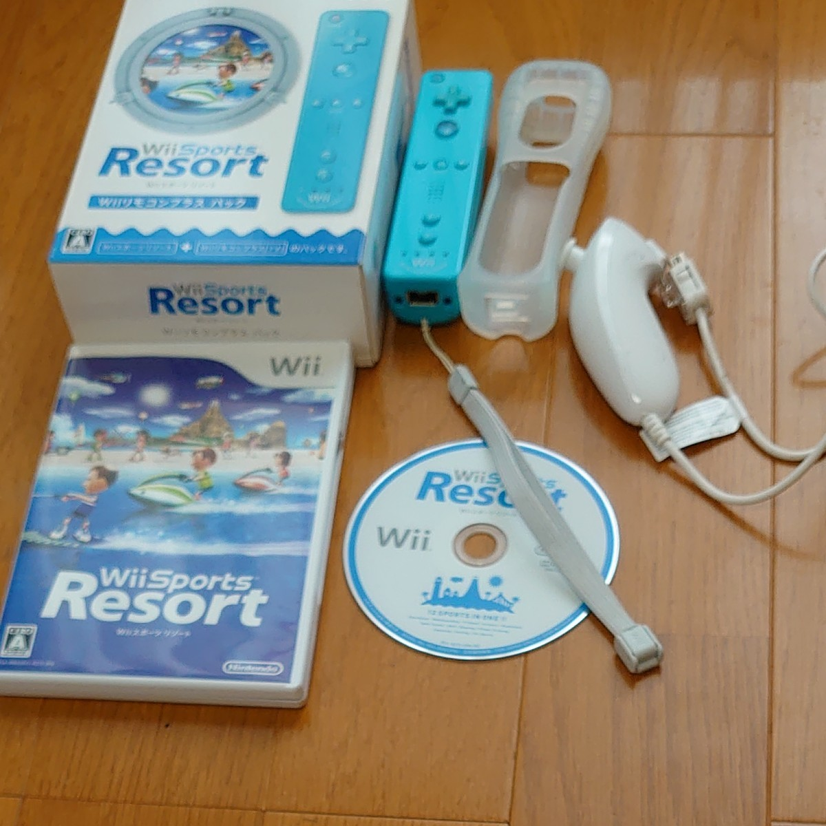 Wii Sports Resort Wiiリモコンプラスパック と ヌンチャクセット Wiiスポーツリゾート 任天堂Wii