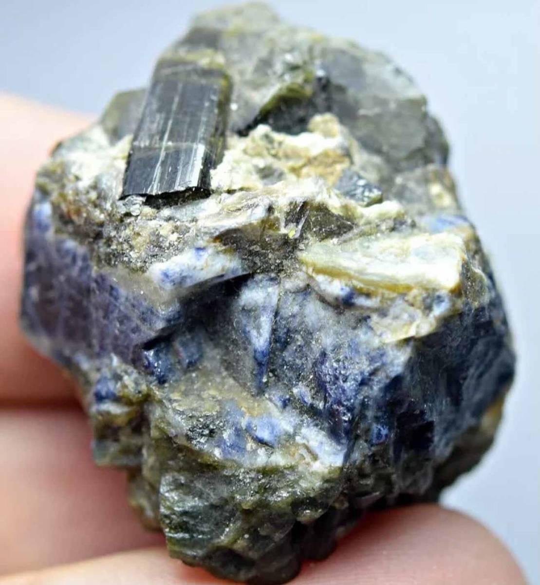 サファイヤ 緑簾石 エピドート 天然石 結晶 原石 標本 母岩付き アフガニスタン産 138.35ct e-3_画像1