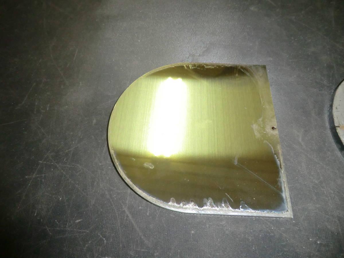馬蹄形鉄板 約6mmx109.5mmx109.5mm 1枚 、ステンレス304 約5mmx109.5mmx109.5mm 1枚 計2枚_ステンレス304です。
