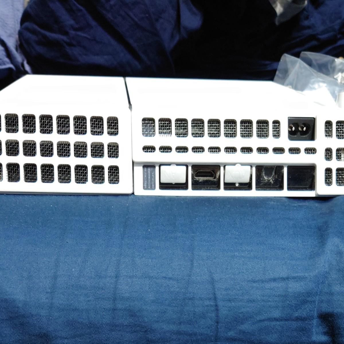 PS4本体、コントローラー2個(元々の付属品+青)、縦型スタンド、ホコリ防止