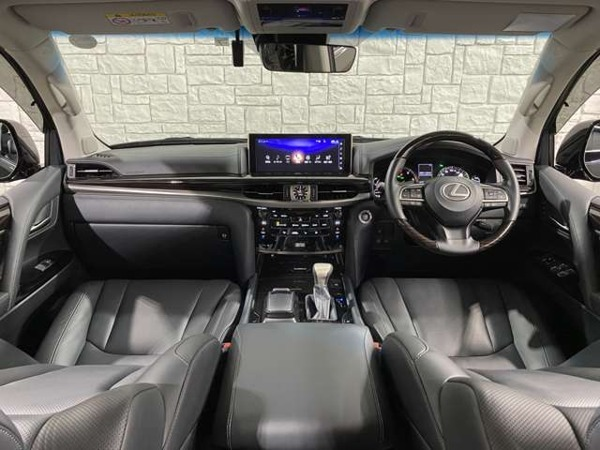 「LX 570 4WD 後期モデル/TRDエアロ/ガナドールマフラー」の画像3