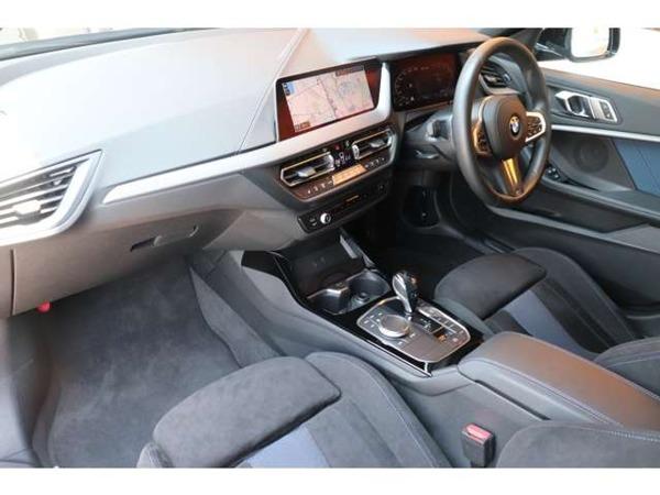 「1シリーズ M135i xドライブ 4WD デビューパッケージ 禁煙ワンオーナー車」の画像3