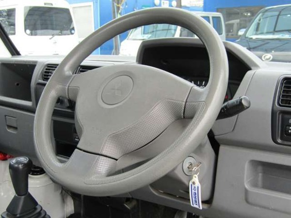 「ミニキャブトラック 660 VX-SE エアコン付 4WD パートタイム4WD 5速マニュアル」の画像3