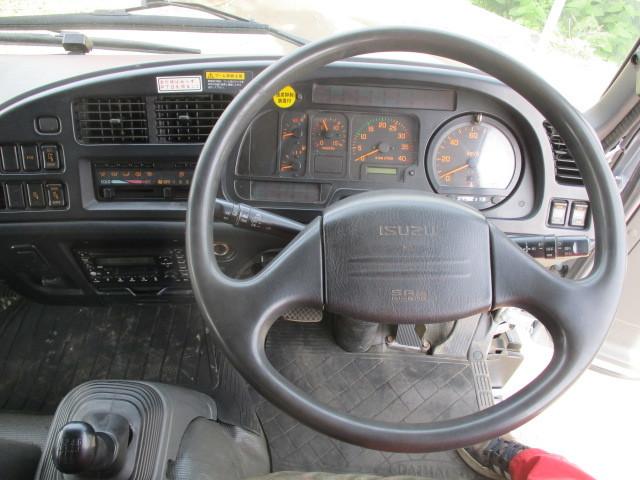 イスズ フォワード 4段クレーン アルミブロック 4WD ラジコン付・フックイン 増トン車(大型免許)_メーター廻り