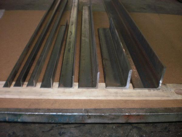 鉄 等辺アングルL形材(材質SS400)黒皮材 寸法 切り売り 小口 販売加工 F40_画像1
