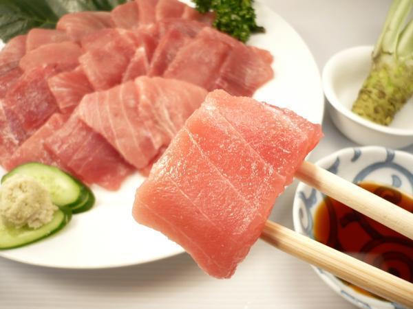 1【Max】訳あり バチマグロの切り身!海鮮丼に最高です! 1円_脂のりの少ない赤身部分のものから