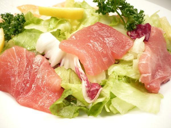 1【Max】訳あり バチマグロの切り身!海鮮丼に最高です! 1円_サラダにしてもイイ感じになるかと思います