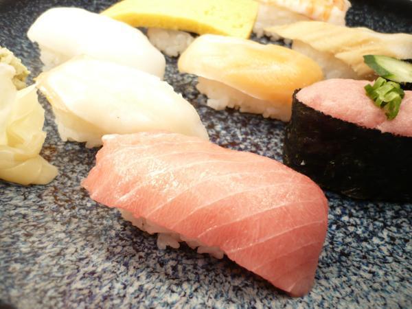 1【Max】訳あり バチマグロの切り身!海鮮丼に最高です! 1円_お寿司にぴったりサイズのスライス