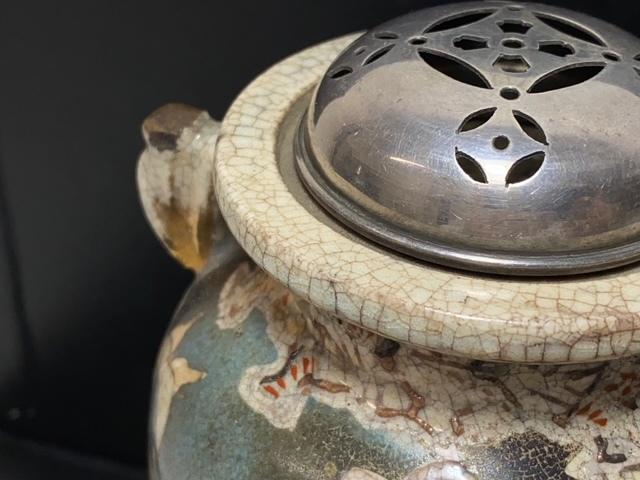 ※11180 香炉 線香立て 久谷焼? 花模様 焼物 瀬戸物 陶器 磁器 純銀フタ ビンテージ アンティーク_画像3