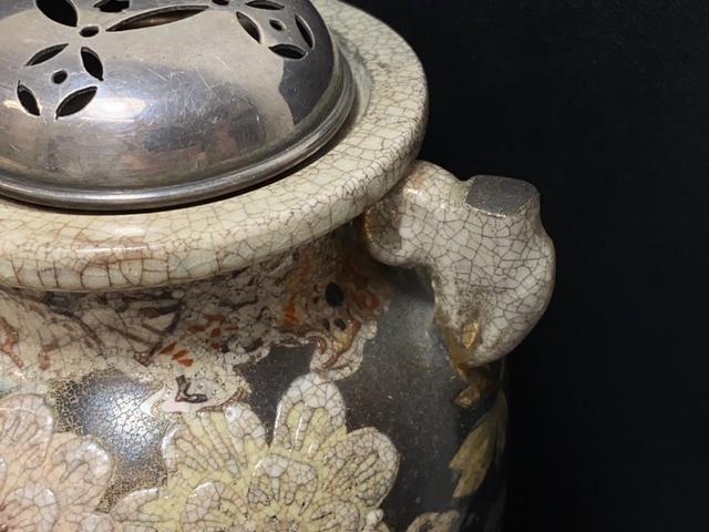 ※11180 香炉 線香立て 久谷焼? 花模様 焼物 瀬戸物 陶器 磁器 純銀フタ ビンテージ アンティーク_画像2