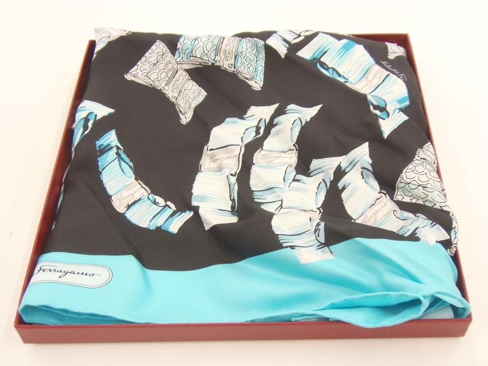 ○ Salvatore Ferragamo フェラガモ シルク スカーフ 約65cm 中古品_画像1