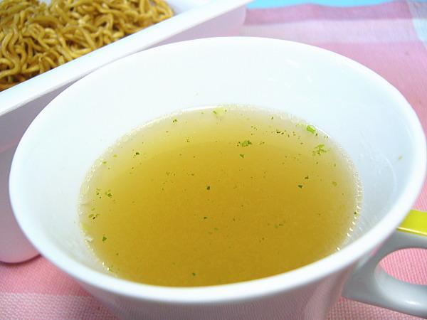【北海道グルメマート】北海道限定品 東洋水産 マルちゃん やきそば弁当 中華スープ付 12食セット_画像5
