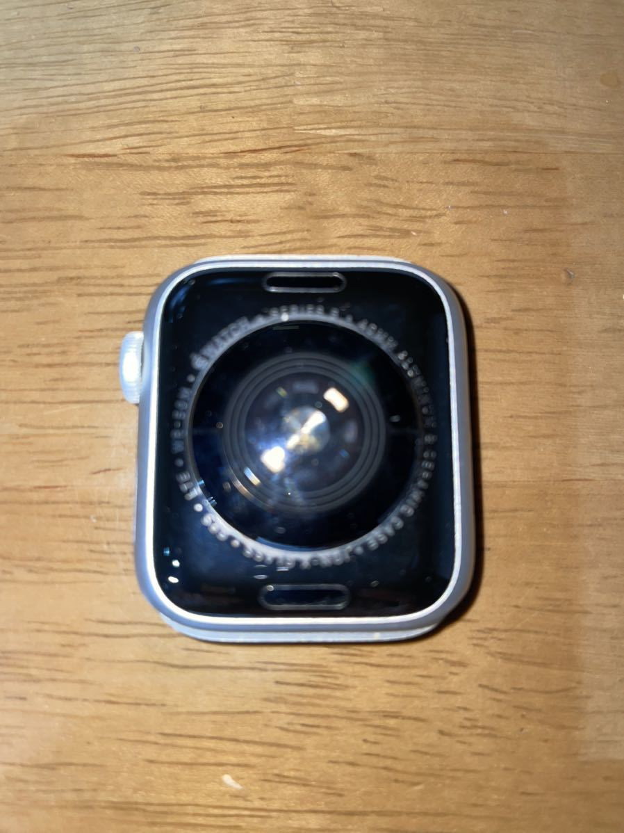 Apple Watch Series 5 GPS+Cellularモデル 40mm シルバーアルミニウムケースとホワイトバンド(MWX12J/A)_画像2