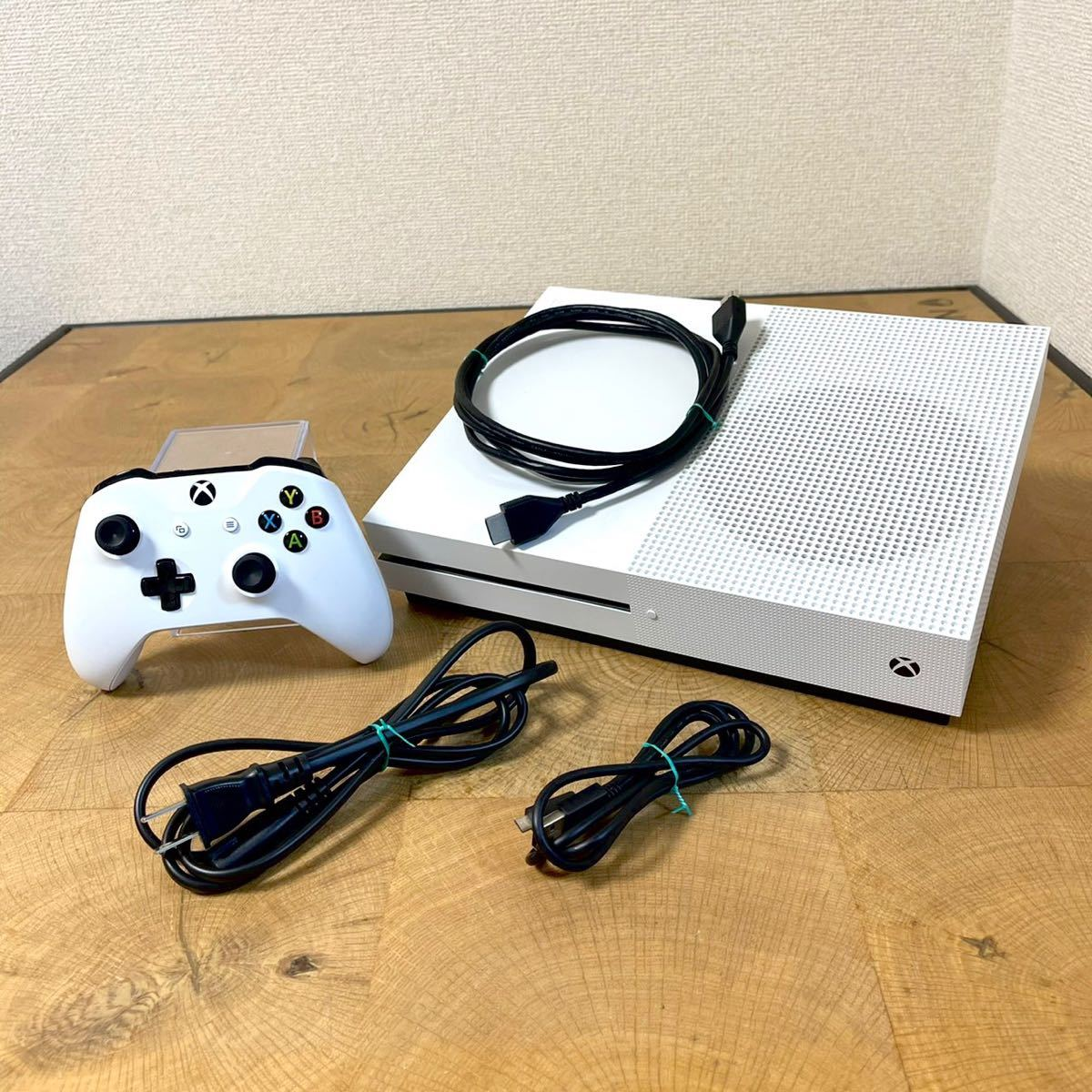 美品 本体動作確認済/初期化済 Microsoft/マイクロソフト Xbox ONE S MODEL:1681 500G 本体+コントローラー+ケーブル類セット