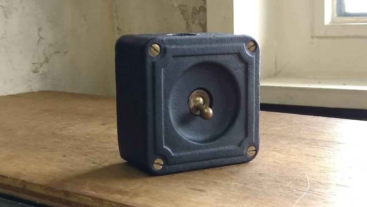 ビンテージ インダストリアル スイッチ スクエアマットブラック vintage industrial switch Made in England_画像2