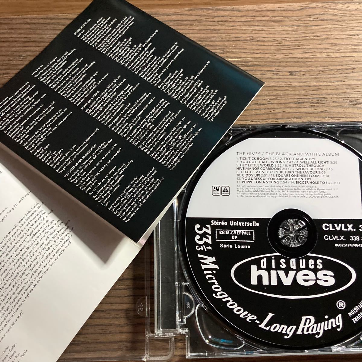 THE HIVES / THE BLACK AND WHITE ALBUM