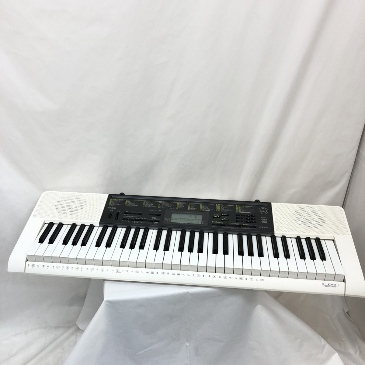 中古 CASIO カシオ 電子キーボード LK-116 61鍵盤 光ナビゲーション 電子ピアノ ホワイト ブラック 鍵盤楽器 アダプター付き H15204_画像1