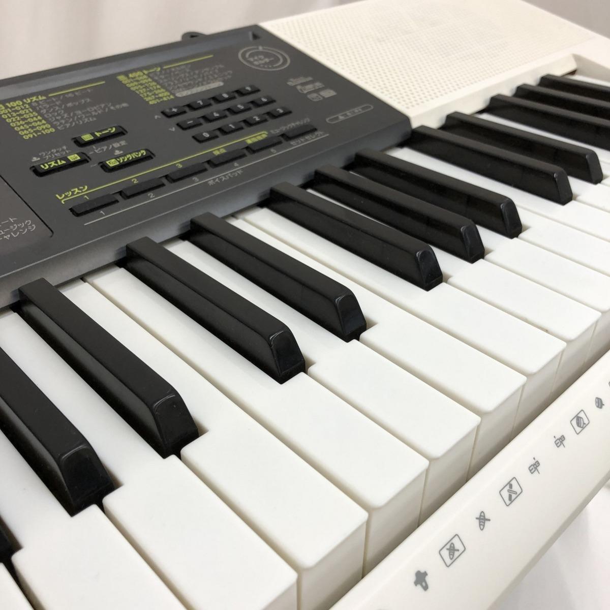 中古 CASIO カシオ 電子キーボード LK-116 61鍵盤 光ナビゲーション 電子ピアノ ホワイト ブラック 鍵盤楽器 アダプター付き H15204_画像3