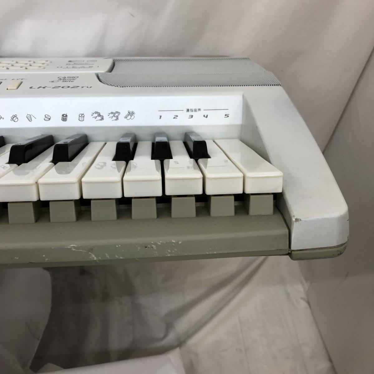 中古 CASIO カシオ 電子キーボード 光ナビゲーション LK-202TV 61鍵盤 シルバー グリーン 電子ピアノ 鍵盤楽器 アダプター 難あり H15233_画像3