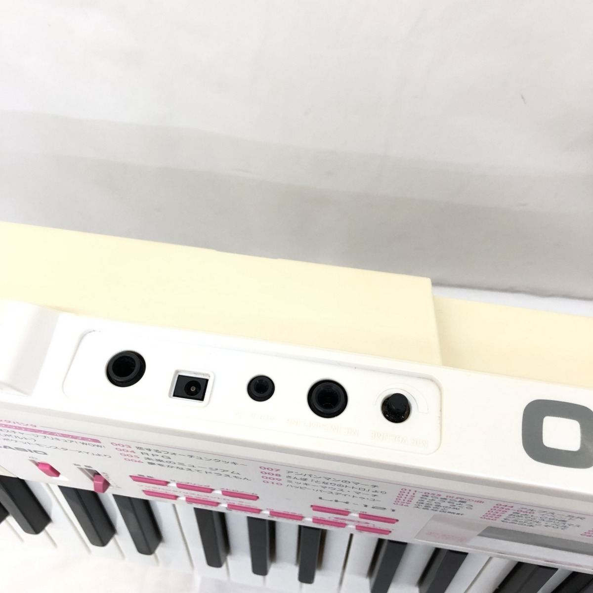 中古 CASIO カシオ 電子キーボード 光ナビゲーション LK-121 61鍵盤 電子ピアノ ホワイト ピンク 鍵盤楽器 アダプター付き H15423_画像9