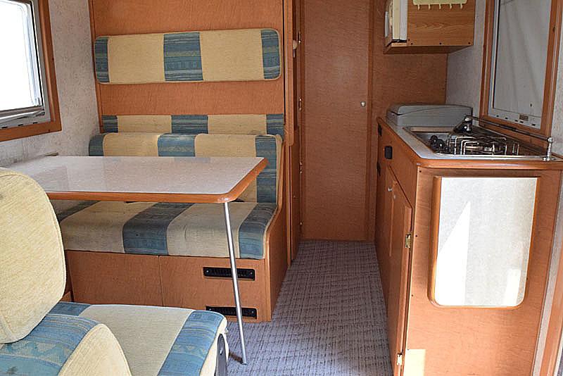 「H16 グランドハイエース ファーストカスタム製CG565 Faairy キャンピングカー FFヒーター/2段ベッド/トイレ/冷蔵庫他」の画像3
