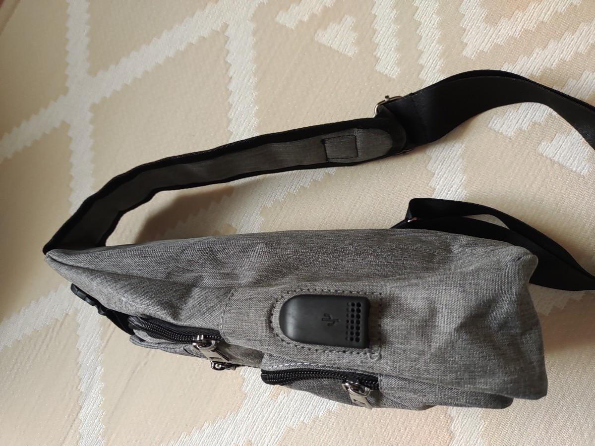 ワンショルダー ボディバッグ 軽量 USB ポート搭載ケーブル付きミニバッグ